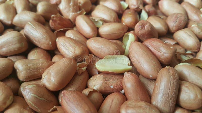 Opini?o do close up do misturado, secado, roasted amendoins descascados e unpeeled foto de stock royalty free