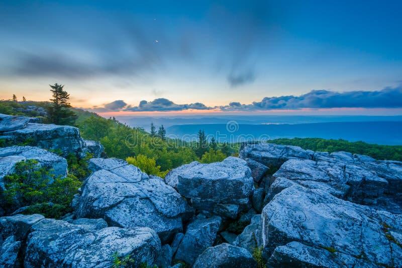 Opini?o do nascer do sol da conserva das rochas do urso em Dolly Sods Wilderness, floresta nacional de Monongahela, West Virginia imagens de stock royalty free