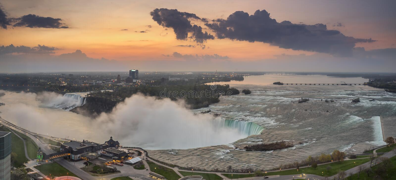 Opini?o do panorama de Niagara Falls imagem de stock royalty free