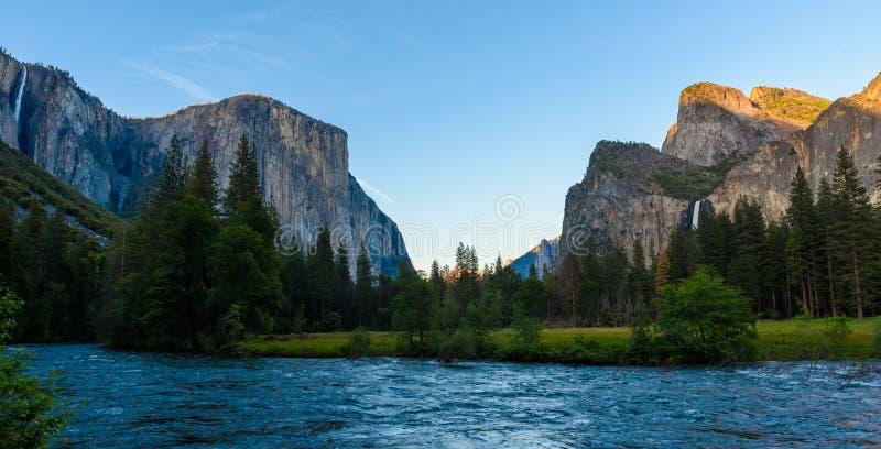 Opini?o do vale, parque nacional de Yosemite, Calif?rnia, EUA fotografia de stock
