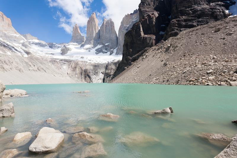 Opini?o dos picos de Torres del Paine, marco do Chile fotografia de stock royalty free