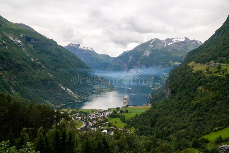 Opini?o a?rea do panorama ao fiorde de Geiranger e ao Trollstigen, Noruega fotos de stock royalty free