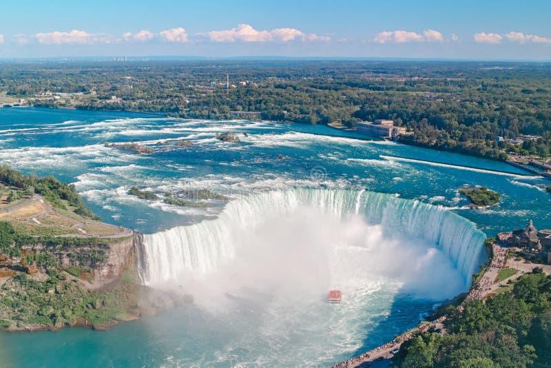 Opini?o superior a?rea da paisagem de Niagara Falls entre o Estados Unidos da Am?rica e o Canad? fotografia de stock royalty free