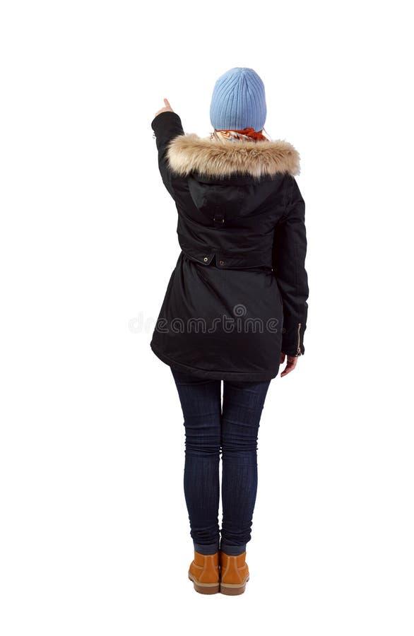 Opini?o traseira uma mulher em pontos do Parka sua m?o imagem de stock