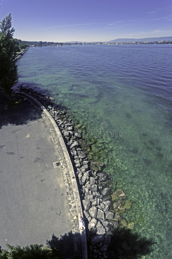 Opiniones alpinas del lago de la laca Vert Chamonix Francia imágenes de archivo libres de regalías