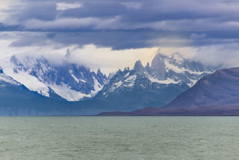 Opiniones asombrosas de Fitz Roy dentro de la Patagonia de la Argentina imágenes de archivo libres de regalías