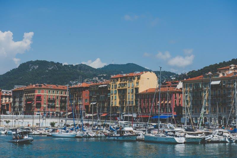 Opiniones coloridas del puerto - Niza, Francia imagenes de archivo
