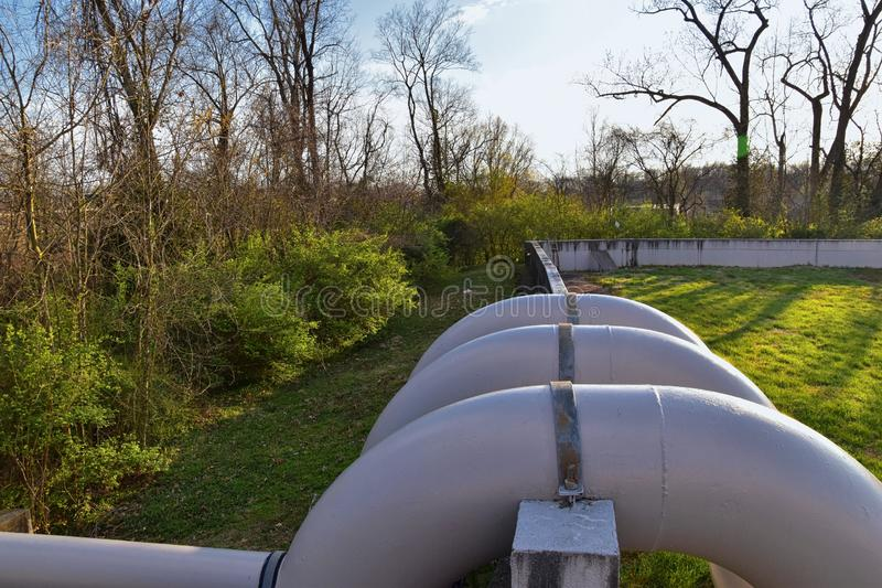 Opiniones de la barrera del aliviadero y de la inundación del dique del metal a proteger contra la inundación por Opryland a lo l imagen de archivo libre de regalías
