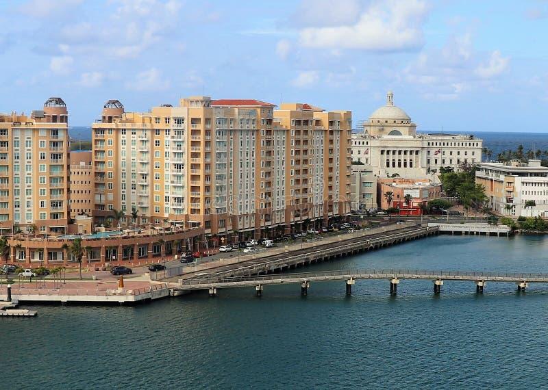 Opiniones de la costa costa y de la ciudad a lo largo de San Juan viejo, Puerto Rico fotografía de archivo libre de regalías