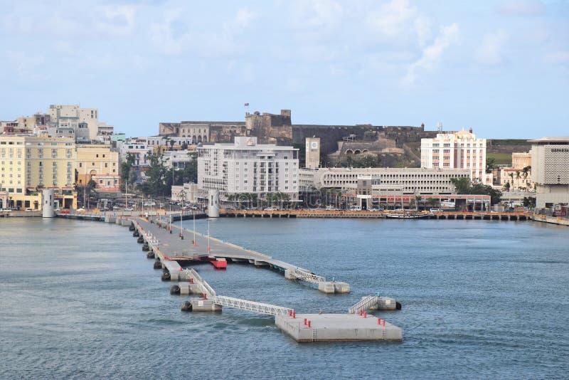 Opiniones de la costa costa y de la ciudad a lo largo de San Juan viejo, Puerto Rico foto de archivo