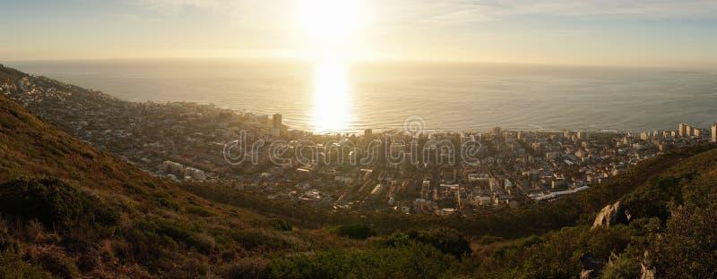 Opiniones de la puesta del sol de la colina de la señal en Cape Town, Suráfrica imágenes de archivo libres de regalías