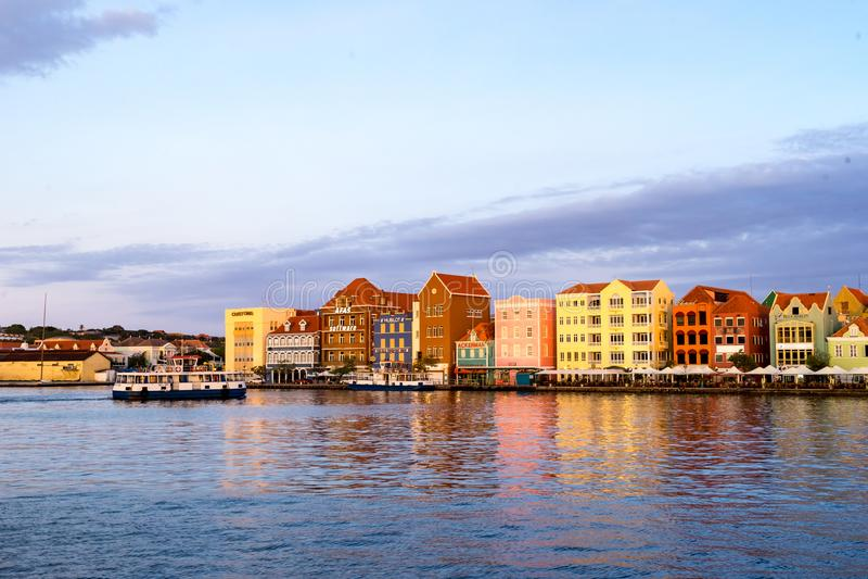 Opiniones de la puesta del sol de Curaçao fotos de archivo libres de regalías