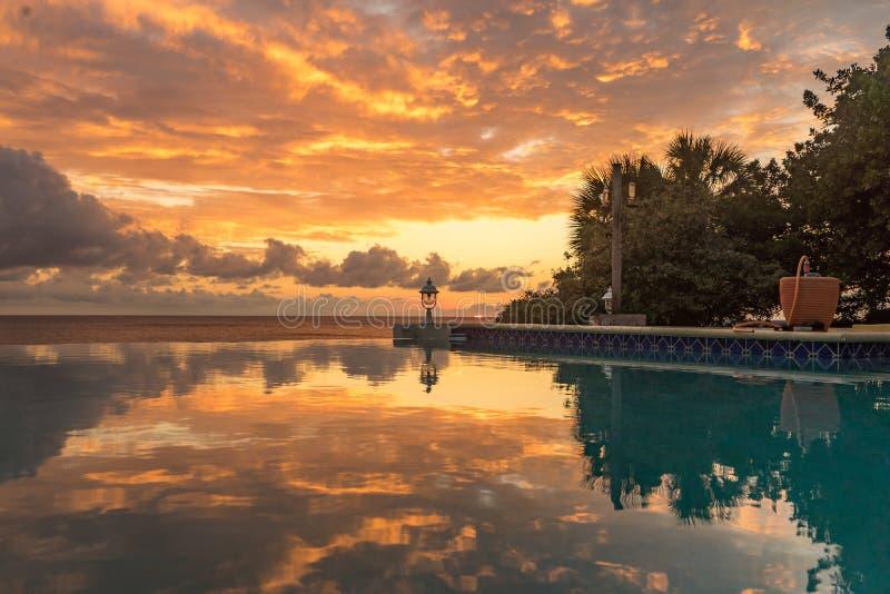 Opiniones de la puesta del sol de Curaçao fotografía de archivo