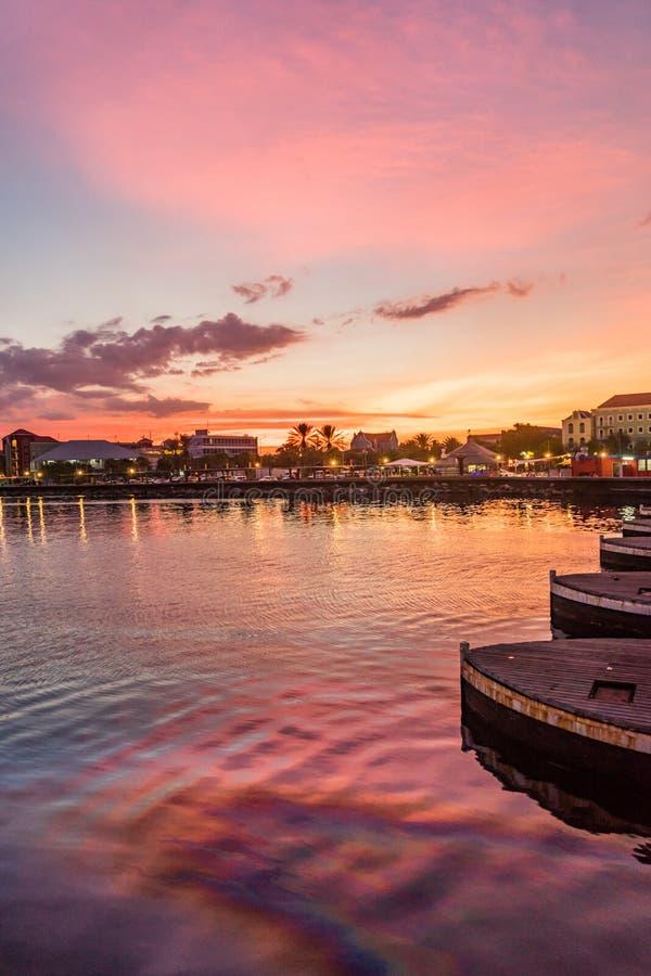 Opiniones de la puesta del sol de Curaçao fotos de archivo