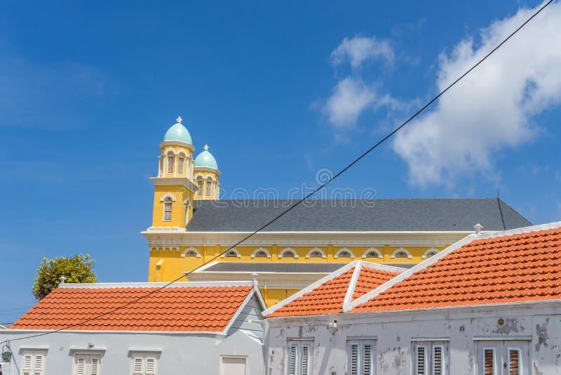 Opiniones de Otrobanda Curaçao de la catedral y del tejado fotografía de archivo libre de regalías