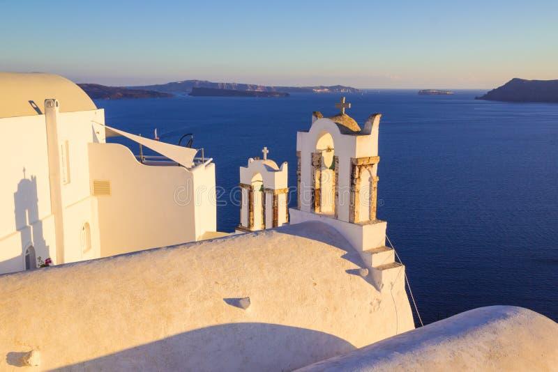 Opiniones de Santorini en la caldera del pueblo hermoso de Oia, Cícladas, Grecia foto de archivo libre de regalías