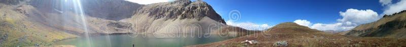 Opiniones del lago fotos de archivo
