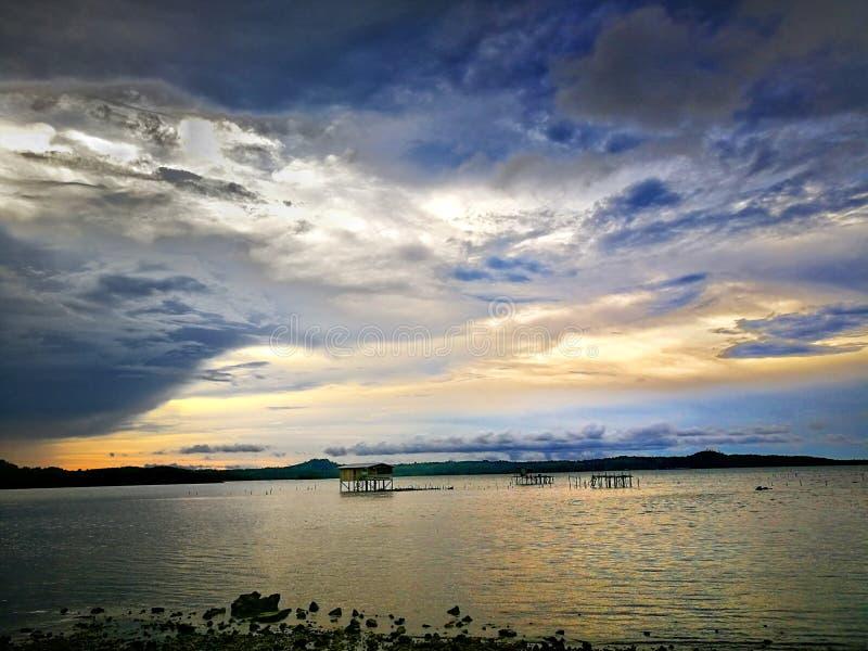 Opiniones del mar en el kudat del norte limaulimauan Sabah Malasia de Borneo del kampung imagen de archivo libre de regalías