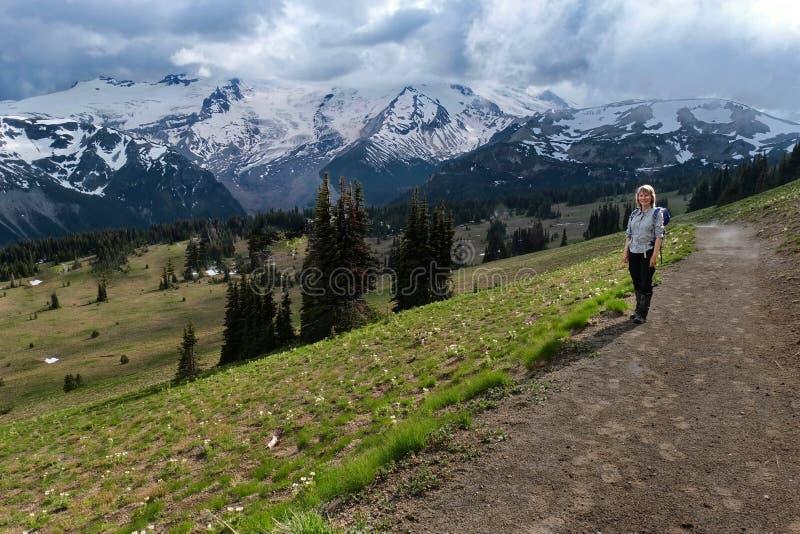 Opiniones del parque de Rainier National del soporte foto de archivo