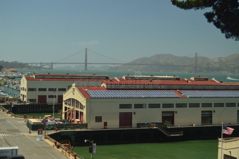 Opiniones del puente de Piers In San Francisco With Arquitectura de los días de fiesta del viaje imagen de archivo