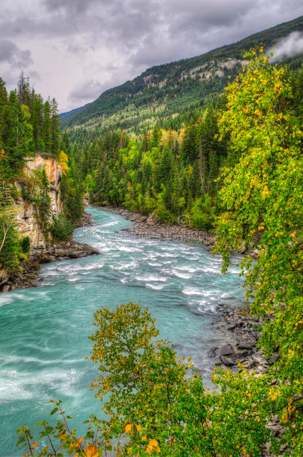Opiniones del río fotografía de archivo libre de regalías