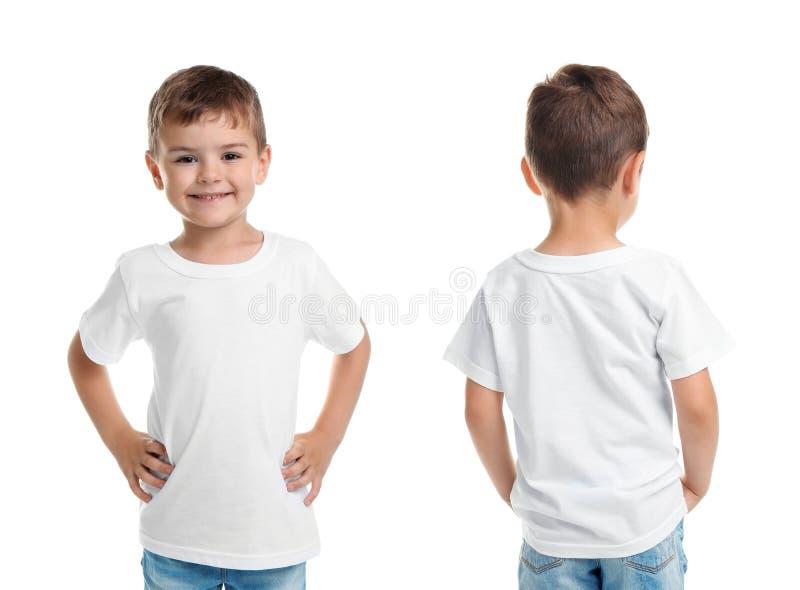 Opiniones delanteras y traseras el niño pequeño en camiseta en blanco foto de archivo