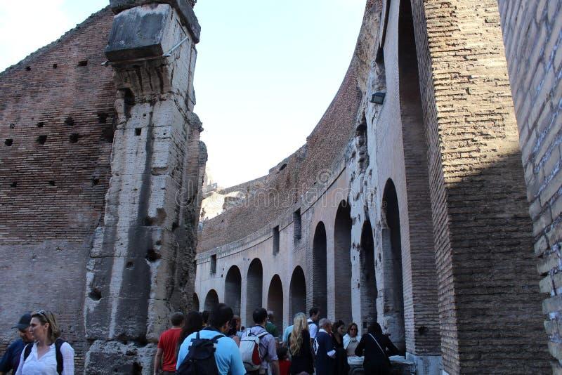 Opiniones interiores de las paredes de Colosseum, Roma fotografía de archivo