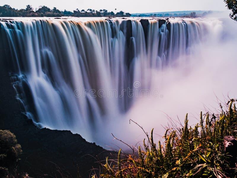 Opiniones Victoria Falls asombrosa imagenes de archivo
