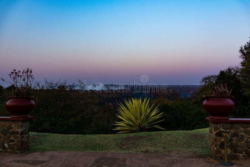 Opiniones Victoria Falls asombrosa imágenes de archivo libres de regalías