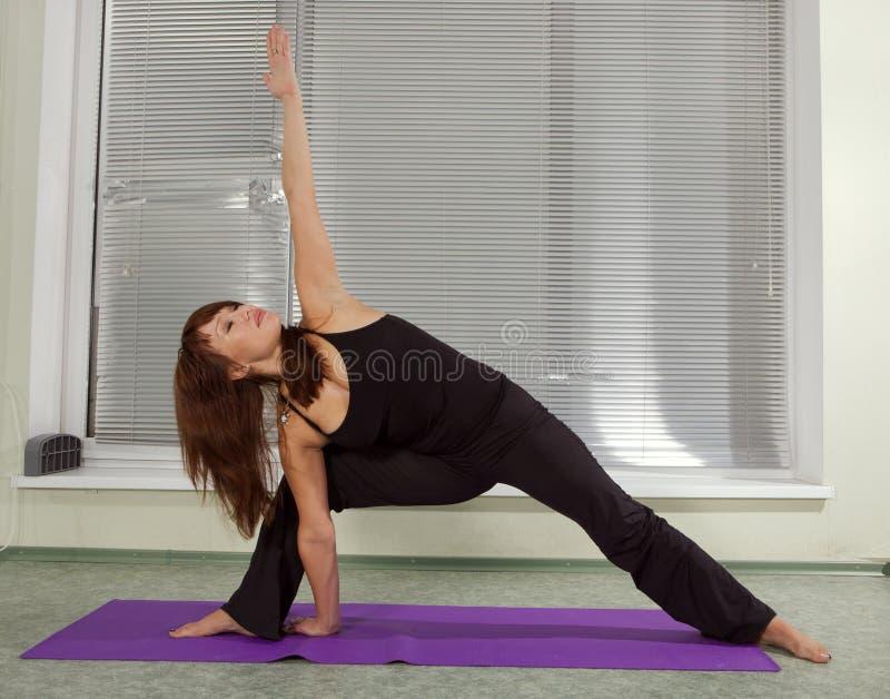 Opleiding van yoga. royalty-vrije stock afbeeldingen