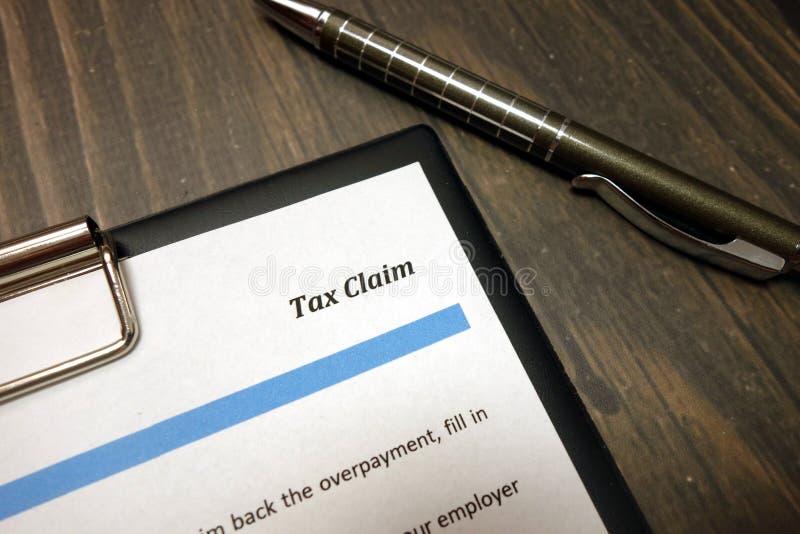 Opodatkowywa żądanie formę dla wypełniać w biurze obrazy royalty free