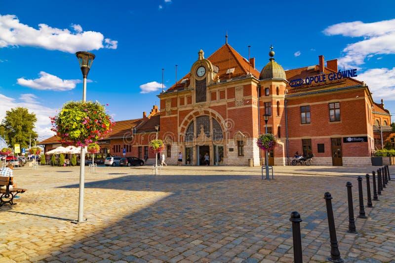 Opole stad Polen Järnvägsstation arkivfoto