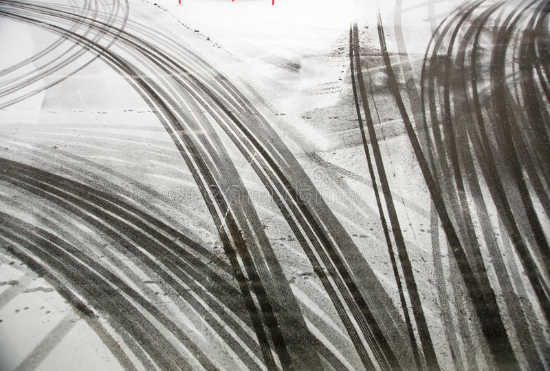 opona asfaltowi ślada zdjęcie royalty free
