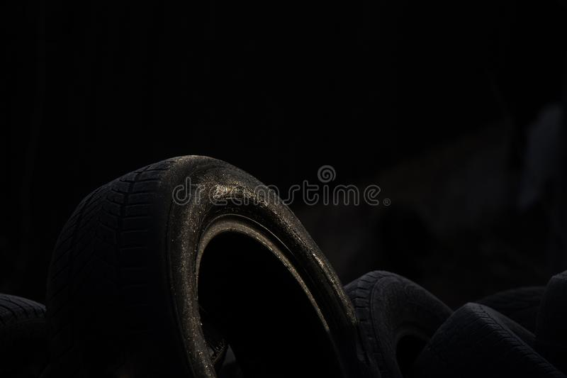 Opony w niskim świetle zdjęcia stock