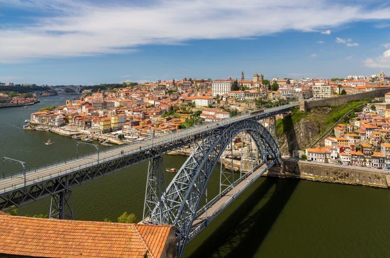 Oporto con Dom Luis Bridge imagenes de archivo
