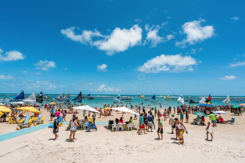 Oporto de Galinhas, Pernanbuco, el Brasil - enero de 2018: Está una Oporto de Galinhas de las playas más hermosas del mundo, dond fotografía de archivo libre de regalías