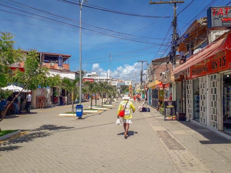 Oporto Galinhas, Pernambuco, Brasile, marzo 16,2019: La gente il giorno soleggiato sulla spiaggia di Oporto Galinhas, la gente ch immagini stock