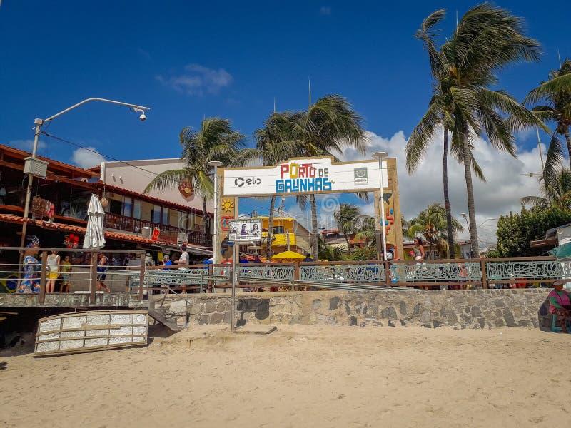 Oporto Galinhas, Pernambuco, el Brasil, el 16 de marzo de 2019 - gente que goza de la playa imagen de archivo libre de regalías