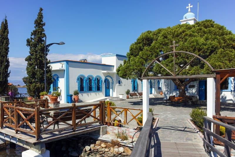 OPORTO LAGOS, GRECIA - 23 SETTEMBRE 2017: San Nicholas Monastery situato su due isole a Oporto Lagos, Grecia fotografia stock libera da diritti