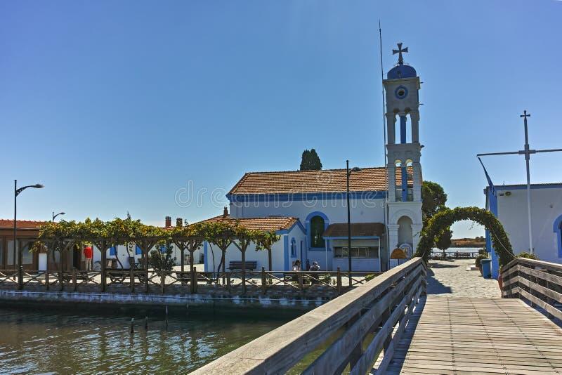 OPORTO LAGOS, GRECIA - 23 SETTEMBRE 2017: San Nicholas Monastery situato su due isole a Oporto Lagos, Grecia immagine stock