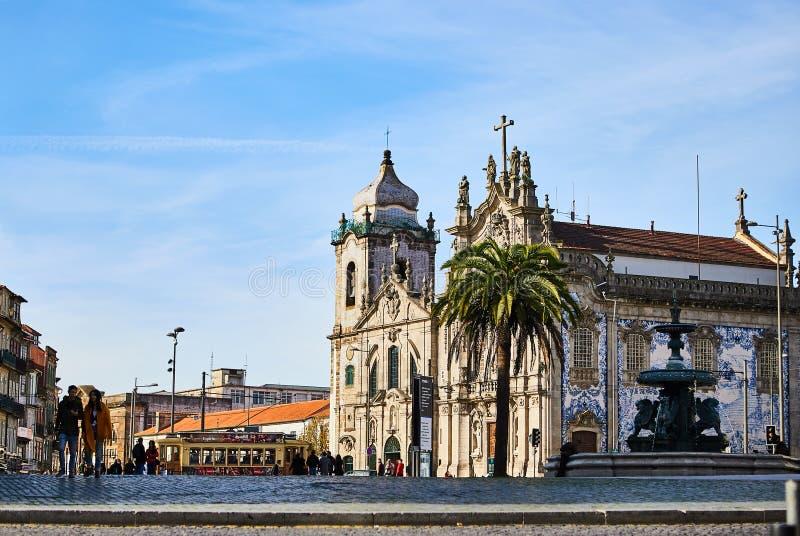OPORTO, PORTOGALLO - 10 dicembre 2018: La chiesa Igreja fa il DOS Carmelitas a Ribeira - la vecchia città di Carmo di Oporto, Por fotografie stock