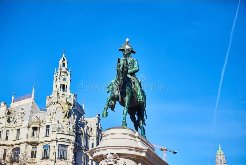 Oporto, Portogallo 9 dicembre 2018: monumento a re Dom Pedro IV nella plaza de la Libertad nel quarto storico e signorile fotografie stock