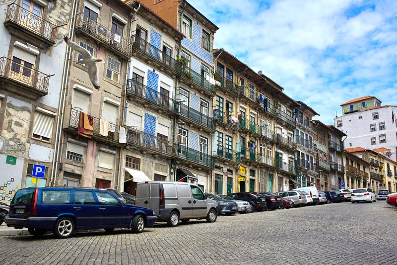 Oporto/Portogallo - 08 07 2017: Vista delle vie di Oporto, Portogallo fotografia stock