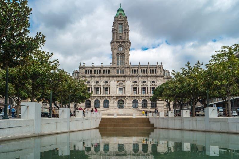 OPORTO, PORTUGAL, CIRCA MARZO DE 2019 - ayuntamiento Oporto en DOS Aliados de Avenida, cuadrado de Liberdade, Oporto, Portugal fotografía de archivo