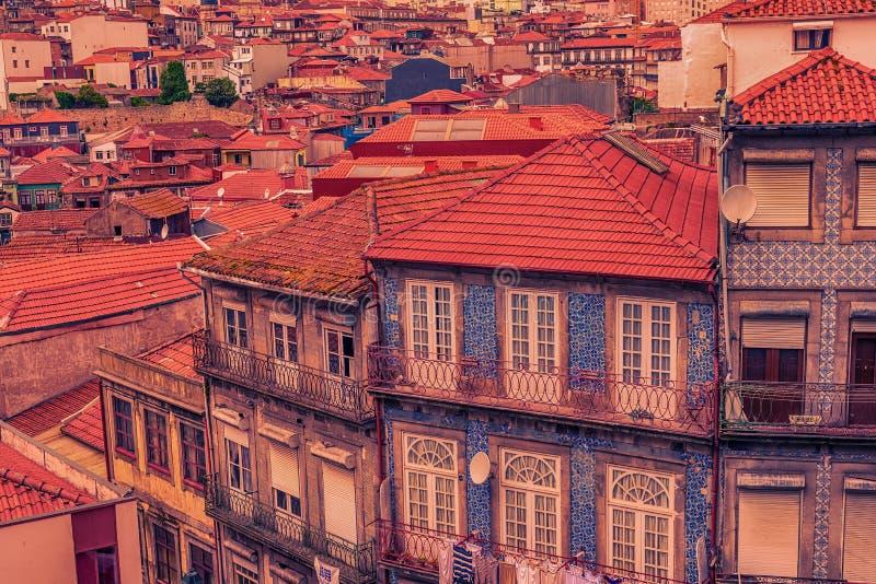 Oporto, Portugal: edificio tradicional adornado con azulejo imagen de archivo libre de regalías