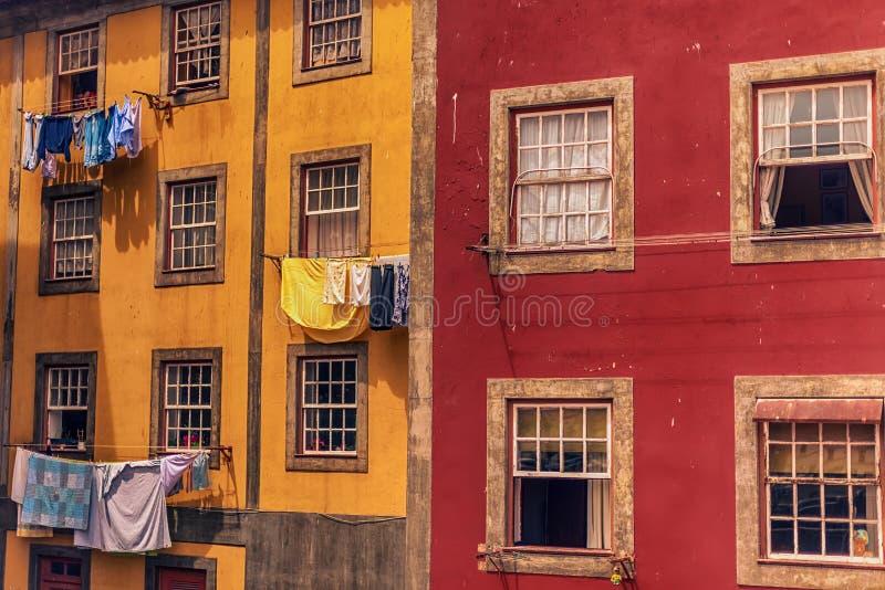 Oporto, Portugal: edificio tradicional en la ciudad vieja imagen de archivo libre de regalías