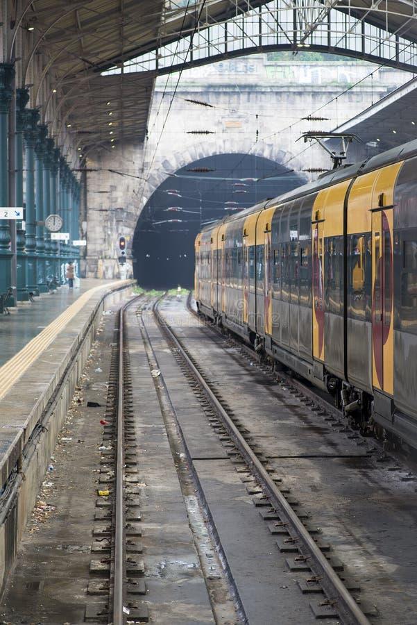 Oporto, Portugal Estación de tren de pasajeros imagen de archivo libre de regalías
