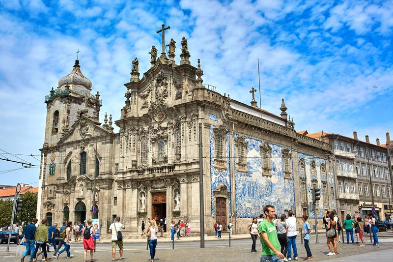 Oporto/Portugal - 08 10 2017: Panoramablick von Igreja tun Carmo an einem schönen Sommertag, Portugal lizenzfreie stockfotografie
