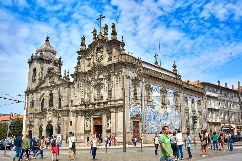 Oporto/Portugal - 08 10 2017: Panoramautsikten av Igreja gör Carmo i en härlig sommardag, Portugal royaltyfri fotografi