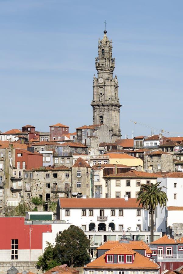 Download Oporto (torre di Clerigos) fotografia stock. Immagine di portugal - 39025268